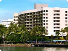 ヒルトン・ケアンズ-(Hilton Cairns)