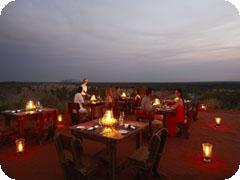タリ・ウィル・ディナー[砂漠の真ん中でロマンチックディナー]Tali Wiru Romantic Dinner