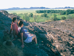 2日間 世界遺産カカドゥ国立公園とイーストアリゲーターリバー宿泊付きツアー