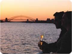 キャプテンクック社・90分で楽しめる!お得なドリンク付きシドニー湾サンセットディナー・クルーズ